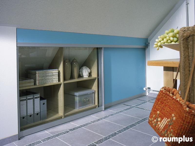Встроенный шкаф на мансарде